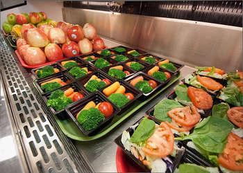 Frutta e latte nelle scuole - photo credit: US Department of Agriculture