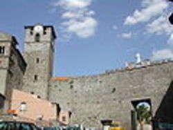 Viterbo: Porta Romana e campanile di San Sisto - Foto di Lalupa
