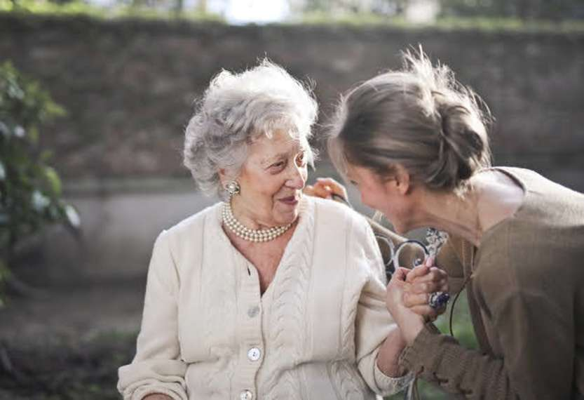 Assistenza anziani - Photo credit: Andrea Piacquadio da Pexels