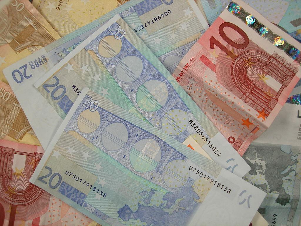 Various Euro banknotesCC BY-SA 3.0